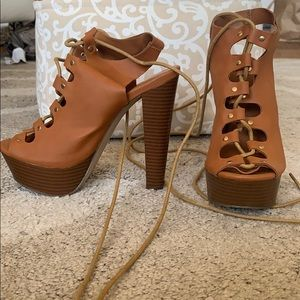 Tie up platform heels brown